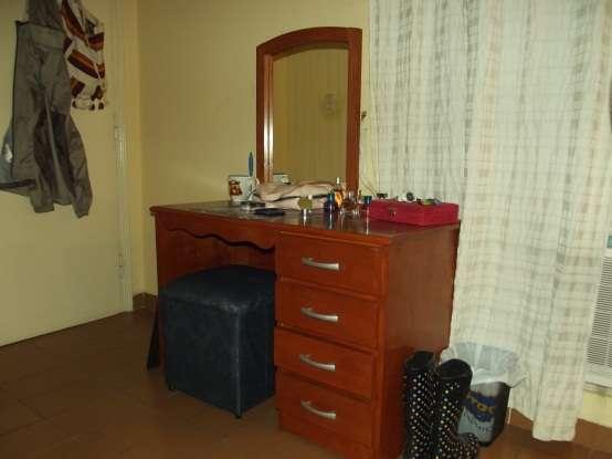 Venta vanidad - mesa con espejo y taburete azul--muy bonito